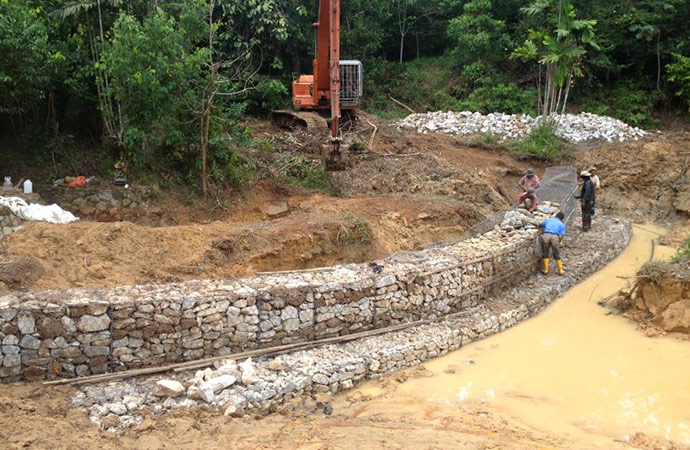 desilting-and-installing-gabions.jpg